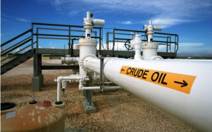 Giù petrolio e dollaro per i dubbi sulla riduzione della produzione