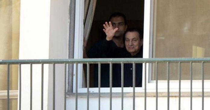 Mubarak è libero, la procura generale ordina la scarcerazione dell'ex presidente egiziano